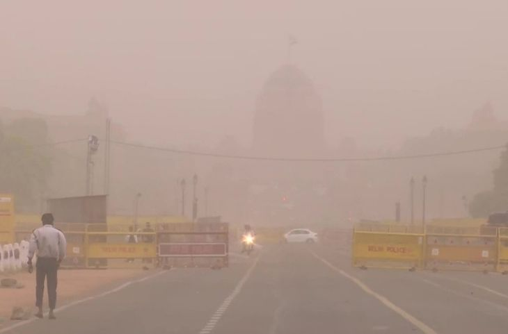 Dusty wind changes weather rain lashes in some parts of Delhi-NCR